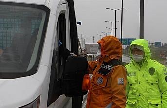 İstanbul'un giriş ve çıkışlarında sürücüler...