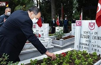 Başkan Demir, şehitlikleri ziyaret etti