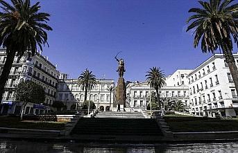 Cezayir'de Kovid-19 nedeniyle eğitim öğretim yılı...