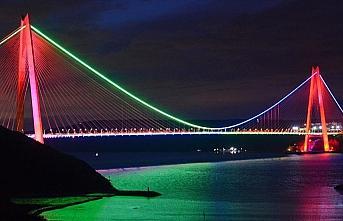 İstanbul'un köprüleriAzerbaycanbayrağırenklerine büründü