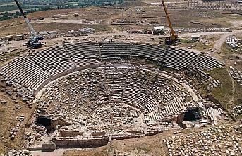 Laodikya'nın 2 bin 200 yıllık tiyatrosu ziyaretçilerini...