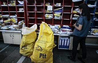PTT dağıtım personelinin Kovid-19 mesaisi sürüyor