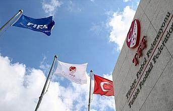 TFF Sağlık Kurulu Süper Lig takım doktorlarıyla...