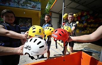 Adrenalin tutkunlarına raftingde