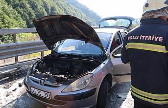 Anadolu Otoyolu'nda seyir halindeki otomobilde çıkan...