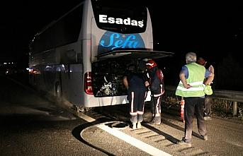Anadolu Otoyolu'nda seyir halindeki yolcu otobüsünde...