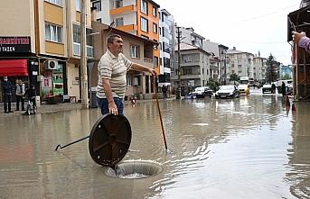 Bolu'da sağanak, su baskınlarına neden oldu