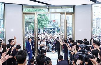 Dünyanın en büyük Huawei mağazası Şanghay'da...