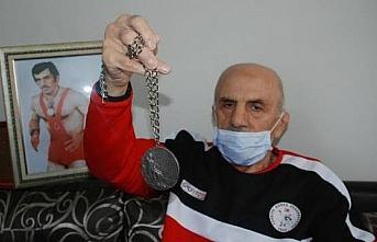 Eski milli güreşçi Vehbi Akdağ, hayatını kaybetti