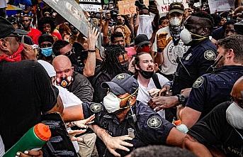 Floyd protestolarının sürdüğü ABD'de siyahi...