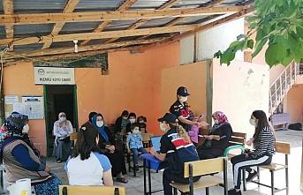 Jandarmadan köylülere aile içi şiddetin önlenmesi bilgilendirme eğitimi