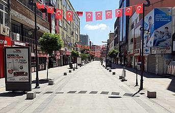 Karabük'te sokağa çıkma kısıtlamasında park...