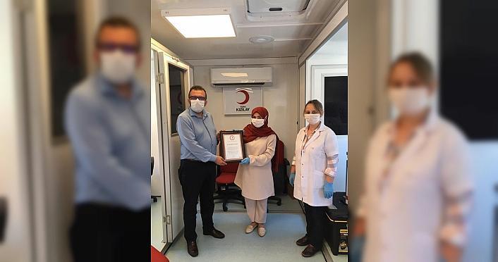 Kovid-19'u yenen kardeşler immün plazma bağışçısı oldu