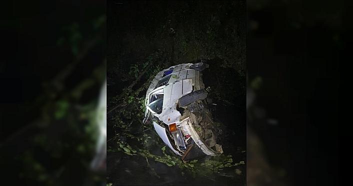 Minibüsün dereye yuvarlandığı kazada 1 kişi...