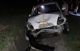 Samsun'da hafif ticari araç ile otomobil çarpıştı:...