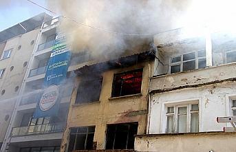 Samsun'da metruk binada çıkan yangın hasara yol...
