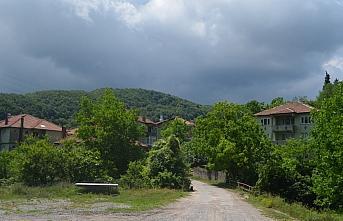 Zonguldak'ın Çaycuma ilçesinde 2 evin karantinaya...
