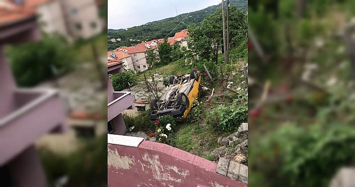 Zonguldak'ta evin bahçesine uçan otomobildeki 2...
