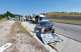 Amasya'da otomobil ile hafif ticari araç çarpıştı: 3 yaralı