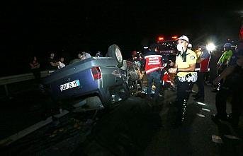 Anadolu Otoyolu'nda ters dönen otomobildeki 1 kişi öldü, 4 kişi yaralandı