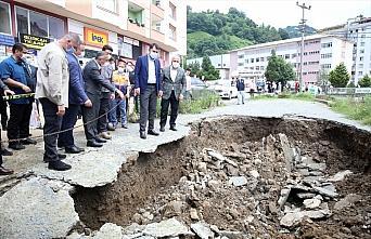Bakan Kurum, Rize'de sağanağın etkili olduğu alanda incelemede bulundu: (1)