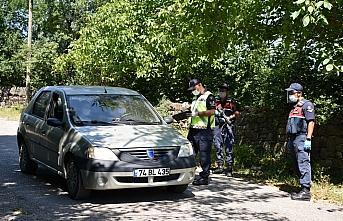 Bartın'da bir köy ile 2 apartman karantinaya alındı
