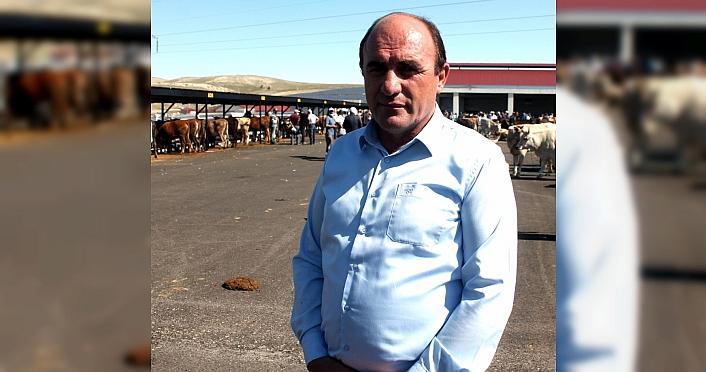 Bayburt'ta hayvan pazarında