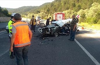 Bolu'da otomobille tır çarpıştı: 1 ölü, 2 yaralı