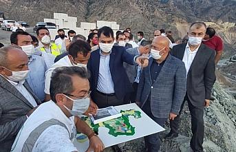 Çevre ve Şehircilik Bakanı Kurum, Yusufeli yeni yerleşim yerinde incelemede bulundu