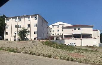 Düzce'de boğulma tehlikesi geçiren iki kişi hastaneye kaldırıldı