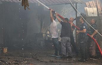 Düzce'de çıkan yangında bir ev ile iki samanlık...