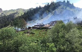 GÜNCELLEME - Artvin'de bir köyde çıkan yangın...