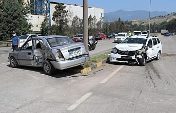 Karabük'te iki otomobil çarpıştı: 2'si çocuk 7 yaralı