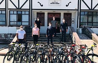 Kaymakam Seyhan'dan başarılı öğrencilere bisiklet hediyesi