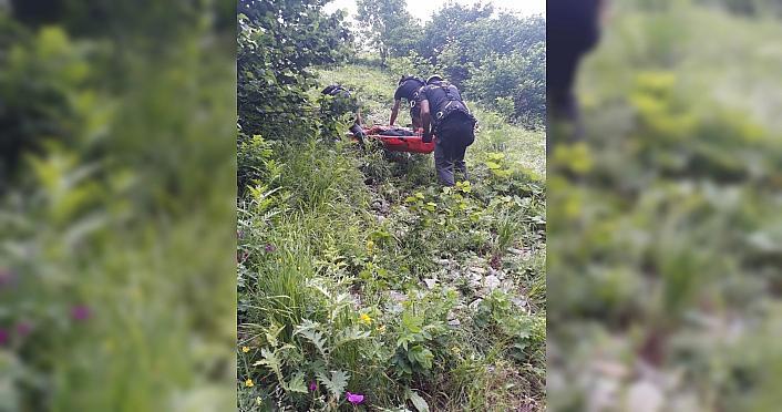 Rize'de otomobil uçuruma yuvarlandı: 1 ölü, 3...