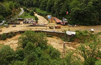Rize'de şiddetli yağış nedeniyle Rize-Erzurum kara yolu ulaşıma kapandı