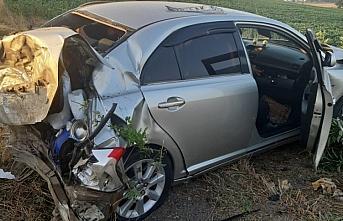 Samsun'da kontrolden çıkan otomobil tarlanın demir kapısına çarptı: 6 yaralı