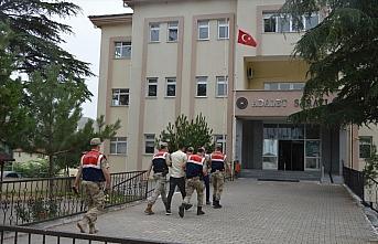 Samsun'da uyuşturucu operasyonunda yakalanan 2 kardeşten biri tutuklandı