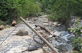 Trabzon'daki şiddetli yağıştan etkilenen ilçelerdeki çalışmalar sürüyor