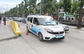 Trafikte telefonla konuşan polis memuruna ceza kesildi