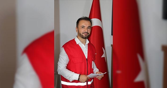 Türk Kızılay bayramda çocuklara bayramlık, yaşlılara...