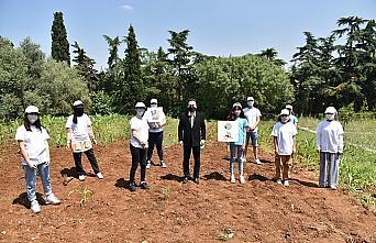 Tuzlalı gençler, ihtiyaç sahipleri için tohumları toprakla buluşturdu