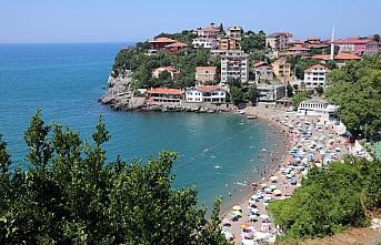 Zonguldak'ta sıcaktan bunalanlar plajları doldurdu