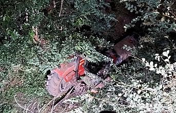 Amasya'da devrilen traktörün sürücüsü öldü