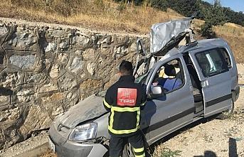 Amasya'da hafif ticari araç duvara çarptı: 1 ölü,...