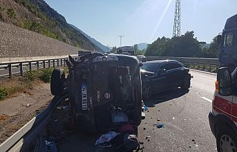 Amasya'da otomobil ile hafif ticari araç çarpıştı:...