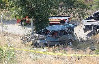 Amasya'da otomobil şarampole devrildi: 1 ölü, 2...