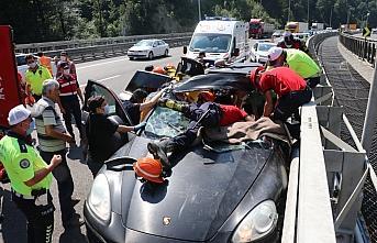 Anadolu Otoyolu'nda bariyere çarpan cipin sürücüsü yaralandı