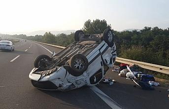 Anadolu Otoyolu'nda hafif ticari araç devrildi: 3...