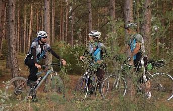 Bisikletleriyle Ilgaz Dağı'nın zirvesine ulaştılar